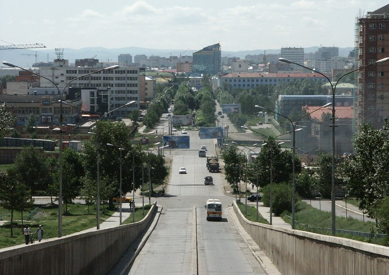 zaluuchuud avenue, towards the city centre.